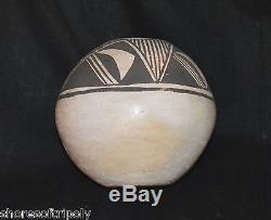 1950's ACOMA BLACK & WHITE HAND FORMED NATIVE AMERICAN INDIAN VASE NEW MEXICO
