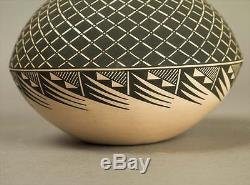 ACOMA NEW MEXICO PUEBLO SEED JAR By Terrance M Chino Sr -NATIVE AMERICAN POTTERY