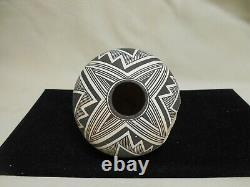 Acoma Native American Pottery/ Lucy M. Lewis, Acoma Potter/S mall Pot
