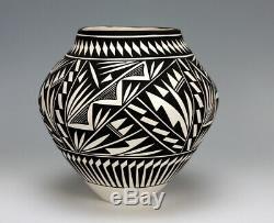 Acoma Pueblo Native American Pottery Black & White Olla #2 Katherine Victorino