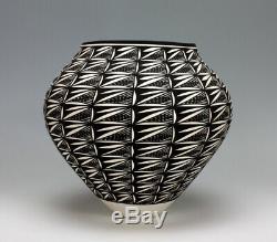 Acoma Pueblo Native American Pottery Black & White Olla Katherine Victorino