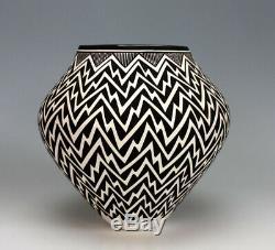 Acoma Pueblo Native American Pottery Lightning Olla Katherine Victorino