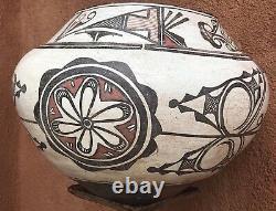 Antique 1900s Historic Zuni Pueblo Native american Pottery Olla
