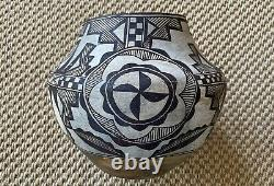 Antique Acoma Native American Pueblo Pottery Olla Polychrome with Zuni Influence