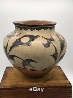 Antique Large Santo Domingo Pueblo Pot Jar, H 9, D9.5 Native American Pottery