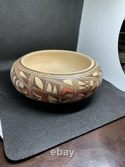 Antoinette Silas / Hopi Tewa Pottery / Well Known Native American Artist