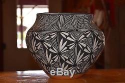 Awesome Fine Line Hand Coiled Laguna Pueblo Olla/debra Waconda/ Free Shipping