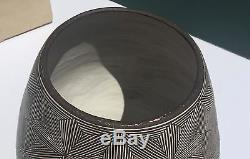HUGE 1969 pottery vase LUCY M. LEWIS Acoma Pueblo/Native-American 9.75 x 9.25 in