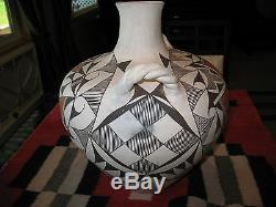 Huge Acoma Pottery Vase / Olla / Eva Histia / 14 x 12