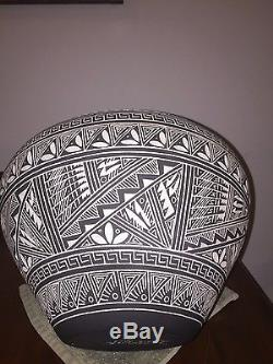 LARGE 46 inch Acoma Pottery Hand Etched Native American Pueblo By RN Sanchez