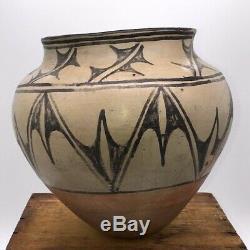 Large Antique Santo Domingo Pueblo Pot Jar H8.25xD9 Native American Pottery