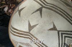 Large Mogollon MIMBRES CLASSIC Fish Tails Anasazi BOWL black on white NO RES