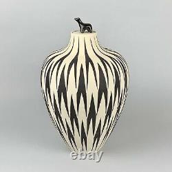 Leslie Thompson Black & White Carved Studio Pottery Lidded Jar Zuni Bear Fetish