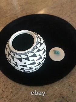 Leslie Thompson Black & White Carved Studio Pottery Lidded Jar Zuni Frog Fetish