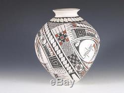 Maria Acosta Native American Pottery Pot / Vessel