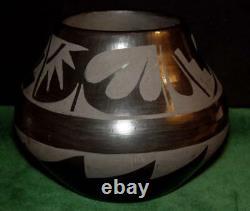 Master Potter Native American CYNTHIA STARFLOWER Ildefonso Pueblo Blackware