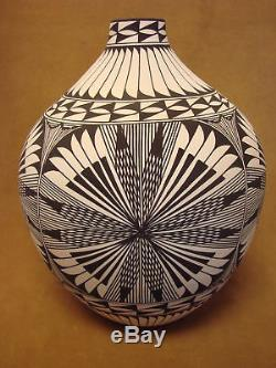 Native American Acoma Fine Line Pot Hand Painted by Corrine Chino! Fine Line PT4