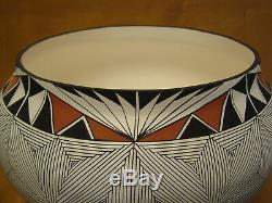 Native American Acoma Fine Line Pot Hand Painted by D. Malie! Fine Line