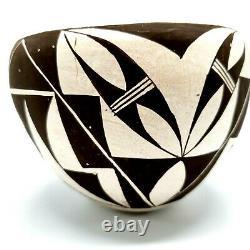 Native American Acoma New Mexico Pueblo Black & Cream Bowl Signed E (Edna) Chino