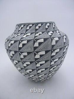 Native American Acoma Pot by Sharon Stevens
