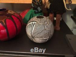Native American Acoma Pottery. Fine Line Seed Pot
