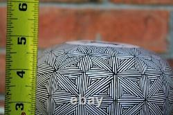 Native American Acoma Pueblo Pottery Fine Line Seed Pot Carrie C. Charlie