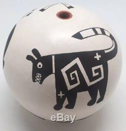 Native American Acoma Pueblo Seed Pot pottery by Dolores Lewis