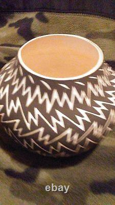 Native American Jennifer Estevan Acoma Lightning Bolt Pottery 4 1/2 4 1/2 Hand