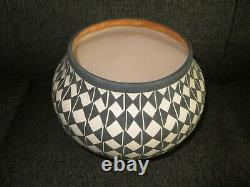 Native American Pottery ACOMA Handmade Stunning Work Beautiful Large 12 Inch