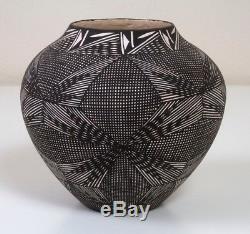 Native American Pottery Vintage Acoma Pueblo Fine Line Pot Delma Vallo Signed