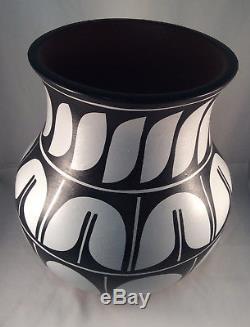 Native American Santo Domingo Vase by Darrin Aguilar