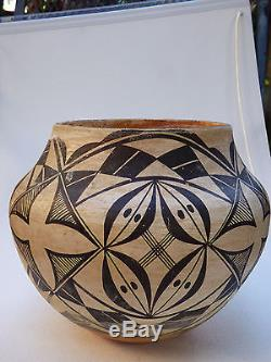 Native American large old pot from Acoma