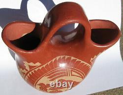 Native American pottery V. Tafoya Jemez a Sgraffito wedding vase, hummingbird