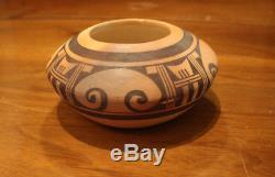 Nellie Nampeyo Hopi Bowl or Pot Native American Indian Signed 2.5 x 5.5