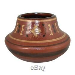 North Dakota School of Mines Pottery Bentonite Native American Vase