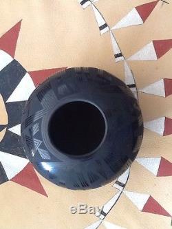 Octavio Andrews Mata Ortiz black on black hand painted pot Olla bottom