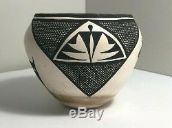 Signed Acoma Pueblo Pottery Native American Indian Deer Pot Bowl Vase W Garcia