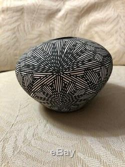 Southwest Native American Acoma Pueblo Pottery Signed Fine Line