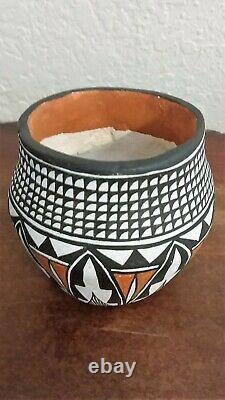 Southwest Native American Laguna Pueblo pottery, Hand Coiled by Regina Pino