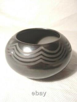 Vintage 1930's MARIE/JULIAN MARTINEZ San Ildefonso Native American Black Pottery