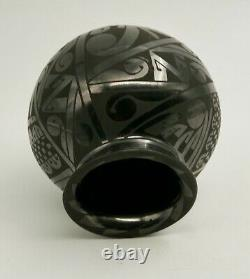 Vintage Native American Black Pottery 3 3/4 H Mata Ortiz Pot Mexico