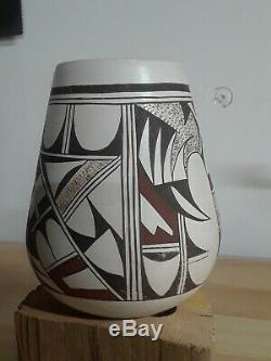 Vintage black and red on white Hopi Pueblo Native American Pottery SIGNED LN