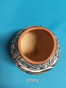 Zuni Pueblo Pottery Native American Heartline Deer Bird Flower SIGNED J Laate EX